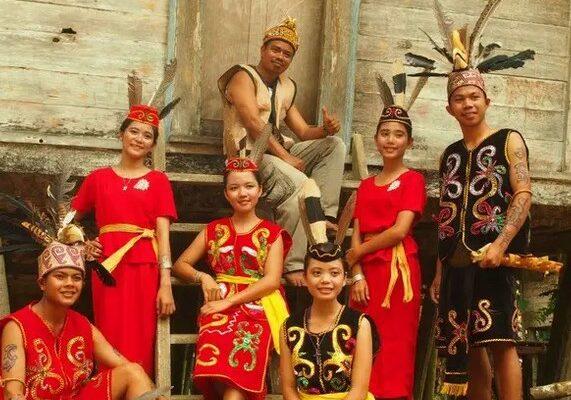 Sejarah-Asal-Usul-Suku-Dayak-dan-Penyebarannya-di-Kalimantan
